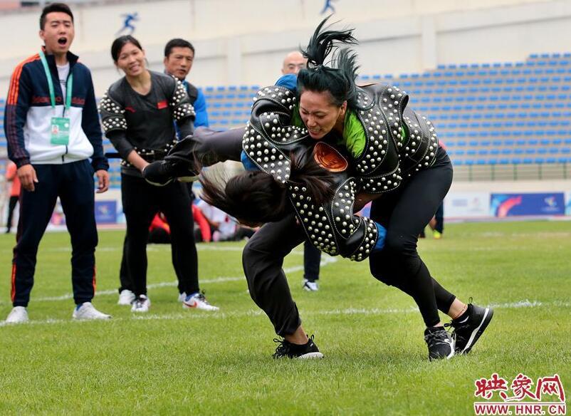"""不分量级的蒙古族式摔跤""""搏克""""让你大呼过瘾"""