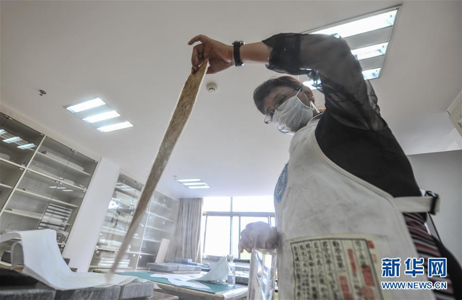 西藏修复白嘎寺、墨竹工卡县芒热寺等的3000余页珍贵濒危古籍文献