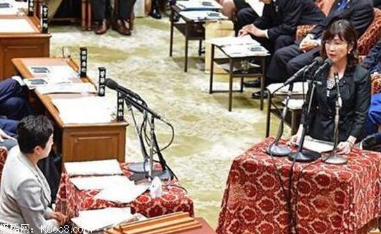 日本女防卫大臣稻田朋美 国会答辩上被问哭
