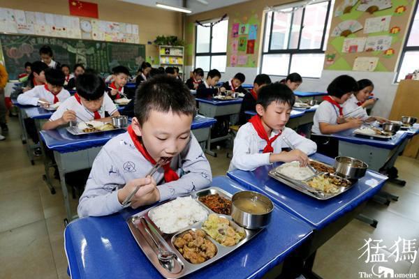"""郑东新区午餐供餐第一天 午餐要过这些""""关"""""""