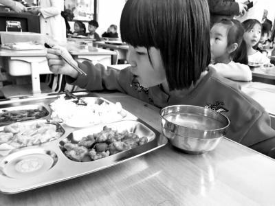 郑州数十所小学启动课后服务:校内提供午餐、放学后免费托管