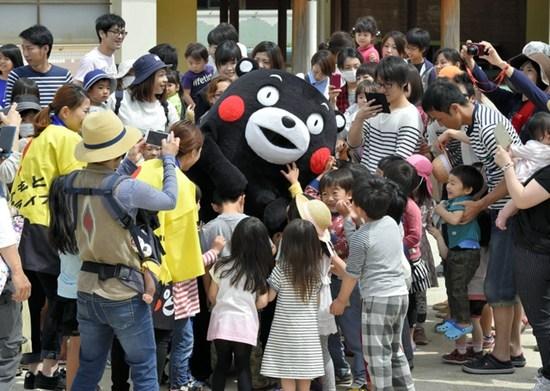 熊本熊重出江湖抚慰孩童心 灾区迎来暖心小熊