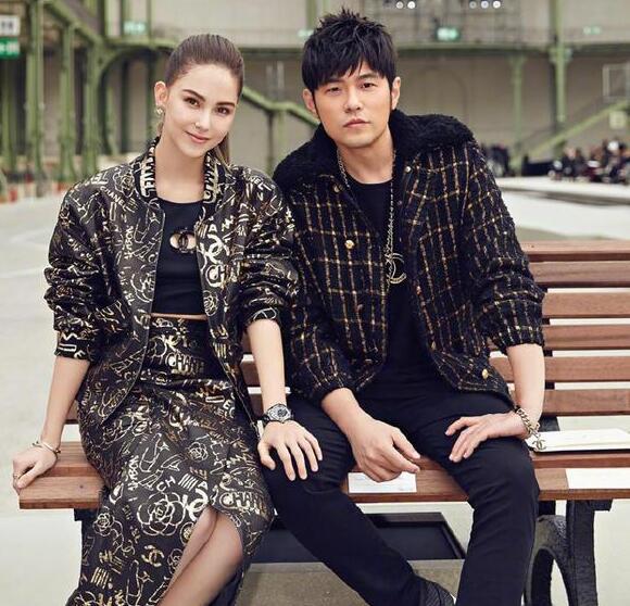周杰伦演唱会上帮老婆昆凌宣传新片《天火》