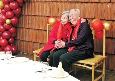 60年相濡以沫!一辈子就见一个人一见就是一辈子