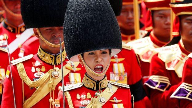 """泰国王妃诗妮娜被剥夺全部头衔 因""""对泰王不忠""""不尊重君主制"""