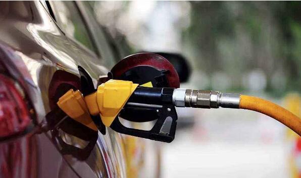 油价调整搁浅后 国内成品油价迎来四季度首降