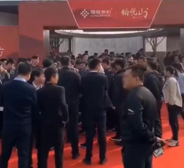 邯郸隆基泰和铂悦山示范区开放 澜湾业主维权被打