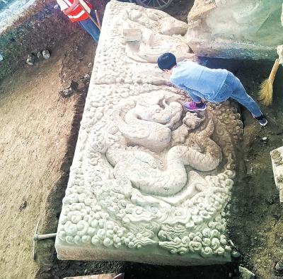 明代福王府出土龙形浮雕陛阶 古代匠师造型华丽技艺精湛