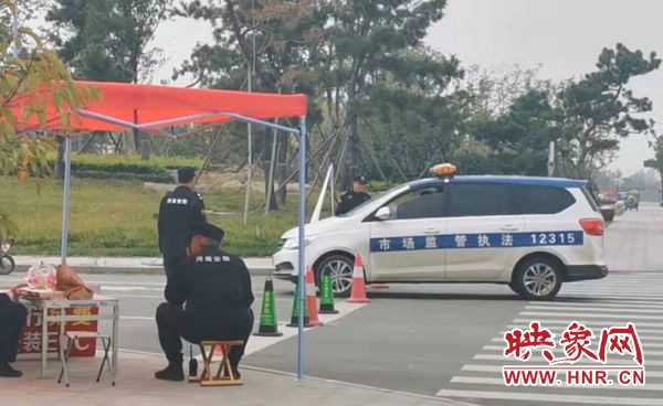 遂平县天中文旅产业园马路上设路障 未安装ETC车辆一律禁行