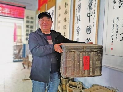"""七旬""""憨老头""""爱收藏超市变纪念馆 3万多人慕名而来"""