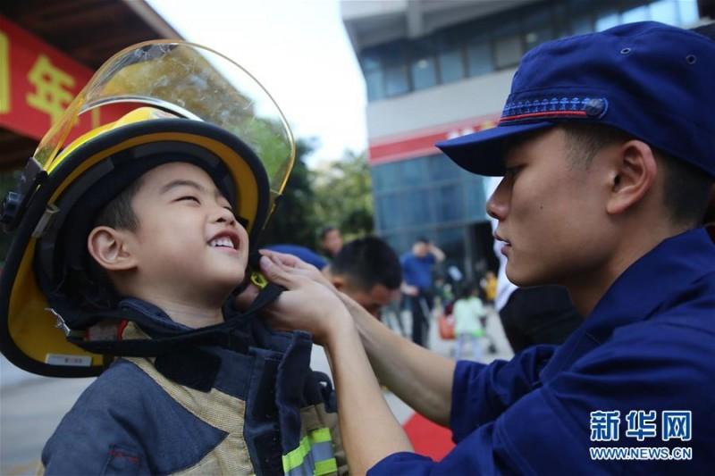 福建厦门:萌娃学消防 提升消防安全意识