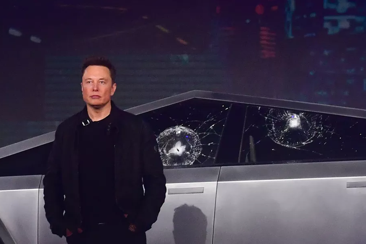 马斯克电动皮卡车发布会上玻璃被砸碎 这就尴尬了