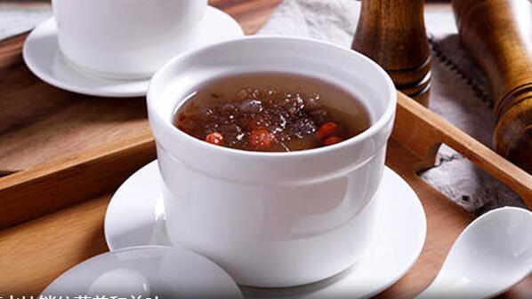 隔水炖味醇汤清 帮你锁住营养和美味