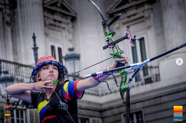 哥伦比亚射箭女冠军希拉尔多火了 颜值高被赞