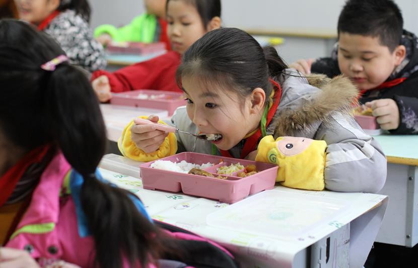 """金水区午餐供餐:""""中央厨房+卫星厨房""""破解多食堂小难题"""