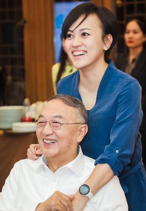 柳青恭喜父亲柳传志光荣退休 祝老头和老太太遛弯愉快