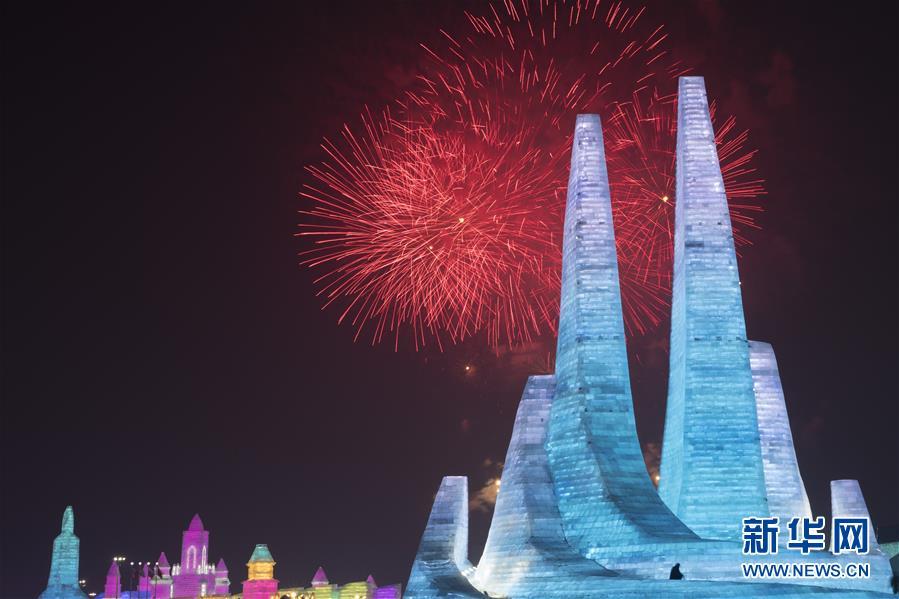 第36届中国·哈尔滨国际冰雪节开幕 园区燃放焰火庆祝