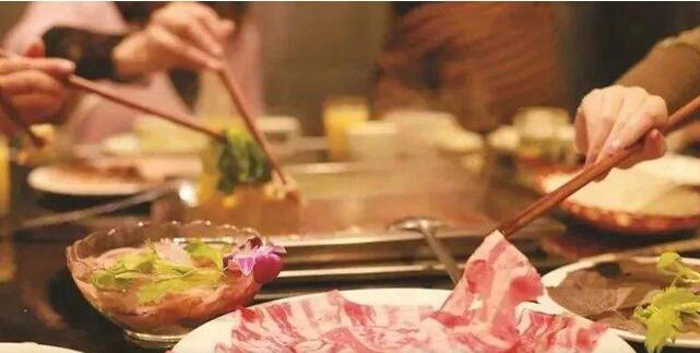 晚餐吃太晚 当心会致消化不良 容易发胖 患结石等疾病