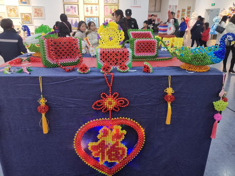 河南省美术馆6000多件少儿作品等你来欣赏 石头画、泥塑……