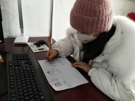 郑州准妈妈手绘漫画《与时间赛跑的人》 深受居民喜爱