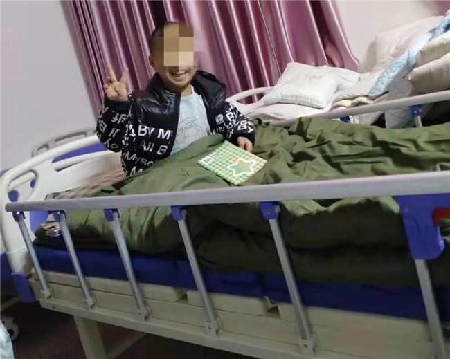 河南信阳8岁男孩独自留观14天:有医护人员的爱心和陪伴 不觉得孤单