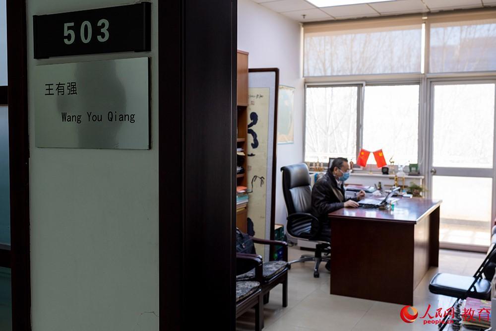 """""""延期开学 如期开课""""两千余位清华教师线上授课 涉及3923门次课程"""