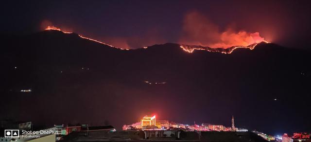 四川木里县发生森林火灾 已组织灭火力量1590余人