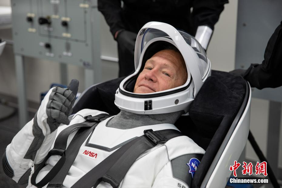 SpaceX将进行首次载人飞行任务 两名宇航员彩排