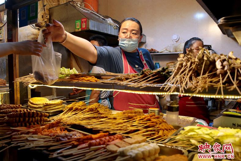 美食、音乐、巡游 夜郑州的人间烟火气