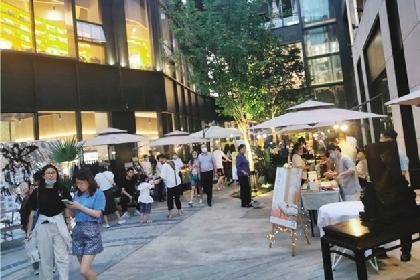 """郑东新区首批夜经济示范点开张 """"让出商圈街区资源,允许地摊进驻"""""""