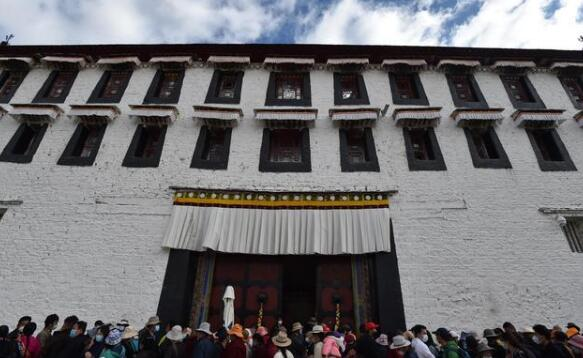 布达拉宫恢复对外开放 实行预约、分时、限流参观