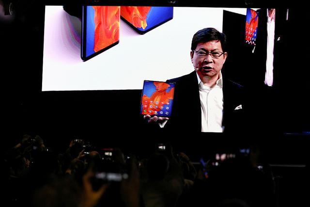 华为申请商标Mate V 或为下一代折叠屏手机 大屏的?