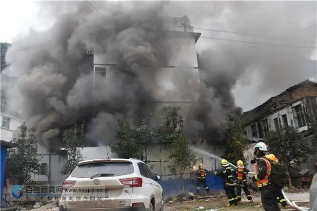 百色一居民熏腊肉不慎引发火灾 过年用火需谨慎