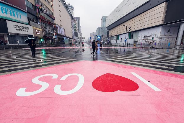长沙粉红斑马线庆祝妇女节 我收到了整座城市对我的表白
