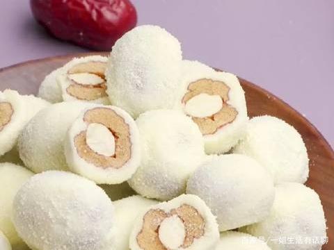 三八女神节的零食:奶酪枣、雪媚娘蛋黄酥等