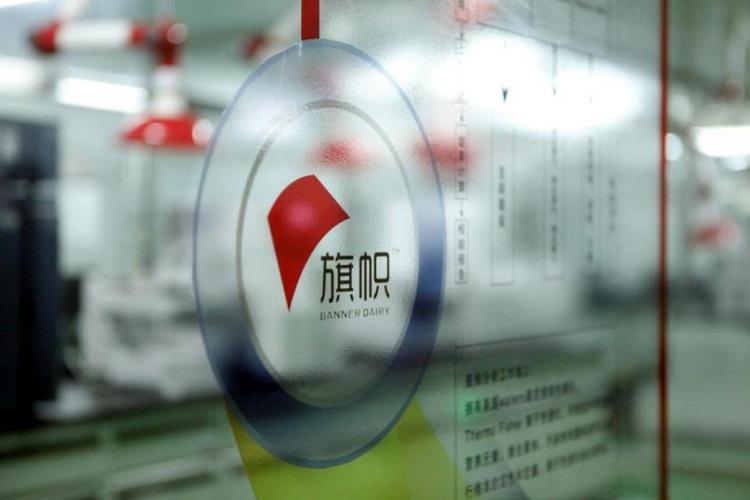 """鲜奶直达工厂,旗帜奶粉让中国宝宝""""零距离""""见证好品质"""