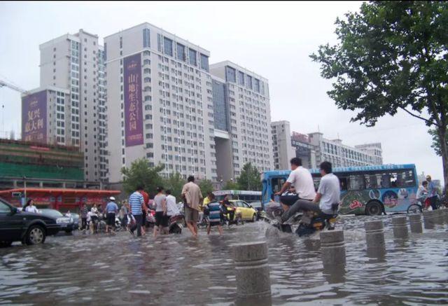 暴雨把郑州的楼市彻底打回原形 你怎么看?