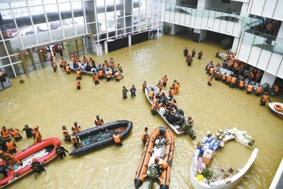 """阜外华中医院:历时八个半小时的""""孤岛救援"""""""