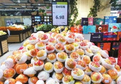 批发商:云南、四川石榴大丰收 比去年便宜近一半