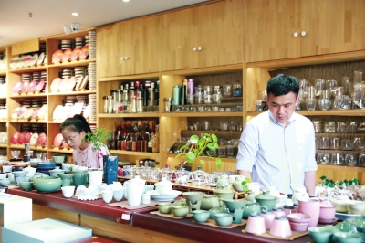 潘青锋:客户本来想买根茶台下水管 却买走了几万元茶叶