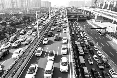 郑州汽车保有量全国第六 高于武汉、西安